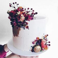 Simple but classic wedding cake for you Wedding Proposals, Wedding Vendors, Wedding Cakes, Pretty Cakes, Beautiful Cakes, Candy Cakes, Instagram Wedding, So Creative, Floral Cake