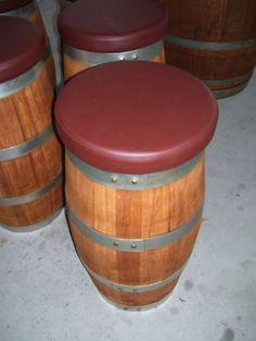 Set arredo con botti in rovere tinte ciliegio e imbottiture color rosso vinaccia