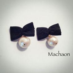 コットンパール……12mmリボンサイズ……1.4mmx2.4mmブラックのレザーで小さなリボンを作りま...|ハンドメイド、手作り、手仕事品の通販・販売・購入ならCreema。 Fabric Earrings, Diy Earrings, Stud Earrings, Beaded Jewelry Patterns, Geometric Jewelry, Cute Jewelry, Jewelry Crafts, Fashion Jewelry, Women Jewelry