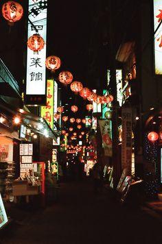 Sunday night chinatown / hisa foto Chinatown, Yokohama / 横浜中華街 Taken with Voigtländer Vito IIa. San Francisco City, San Francisco Travel, San Francisco California, California Dreamin', Northern California, San Francisco Chinatown, Monuments, Places To Travel, Places To Go