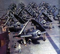 """ Helldiver aircraft on the flight deck of carrier Yorktown, circa Jul-Sep 1943 Source United States Navy "" Us Navy Aircraft, Ww2 Aircraft, Aircraft Carrier, Military Aircraft, Machine Volante, Uss Yorktown, Photo Avion, Go Navy, Naval History"