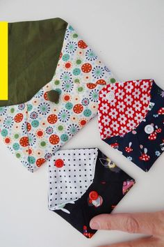 Fabric Envelope, Envelope Clutch, Hello Kitty, Clutch Tutorial, Christmas Stockings, Purses And Bags, Sewing Crafts, Free Pattern, Diy And Crafts
