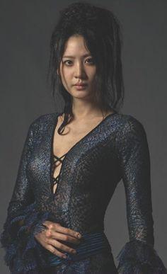 Kim Soo-hyun (aka Claudia Kim), as Nagini Harry Potter Friends, Harry Potter Fan Art, Harry Potter Universal, Harry Potter Movies, Harry Potter World, Gellert Grindelwald, Crimes Of Grindelwald, Claudia Kim, Colleen Atwood