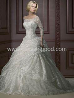 Love love love this wedding  dress. Its perfect.