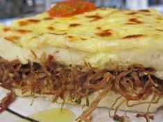 Escondidinho de carne seca Brazilian Dishes, Pasta, Coco, Lasagna, Mashed Potatoes, Low Carb, Pie, Yummy Food, Meat
