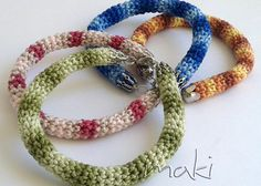 Today I stumbled upon this beautiful bracelet pattern on Pinterest and I instantly had to make at least one! DID I SAY ONE!?!?!? …. … LOL ….  OMG I am officially addicted!!!   I used Unitas Mirabela variegated yarn and the colors are just amazing, don't you think!?   I also used …