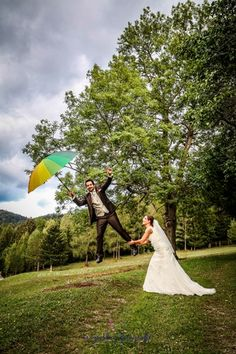 #levitation #Brautpaarshooting # Hochzeit in Niederösterreich Times New Roman, Animation, Videos, Animals, Wedding Bride, Wedding, Bowties, Animales, Animaux