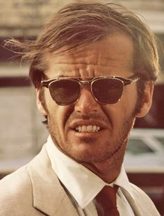 A young Jack Nicholson, Easy Rider. The iconic actor is wearing sun clips. Jack Nicholson, Easy Rider, Anthony Hopkins, I Movie, Movie Stars, Jean Reno, Sunnies, Sunglasses, Actrices Hollywood