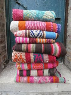 Frank trained hippie style home decor read the article Dye Carpet, Rugs On Carpet, Shaw Carpet, Hippie Style, Boho Style, Peruvian Textiles, Cost Of Carpet, Diy Kit, Morrocan Rug