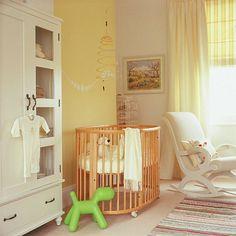 Babyzimmer kleiderschrank gestalten gelb wandgestaltung