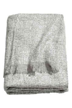 Plaid morbido: Plaid in morbido tessuto con frange sui lati corti.