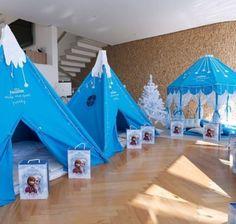 Lindas y a todo color las decoraciones sobresalen por su estilo con las carpas distribuidas alrededor del compartir de las historias y juego... Adult Slumber Party, Sleepover Birthday Parties, Slumber Party Games, Unicorn Birthday Parties, Diy Teepee, Teepee Party, Teepee Kids, Disney Frozen Party, Frozen Theme Party