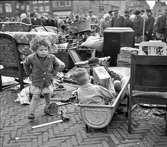 visit our website for the latest home decor trends . Old Pictures, Funny Pictures, Amsterdam City, The Old Days, Great Memories, Vintage Photography, Old And New, Vintage Photos, Netherlands