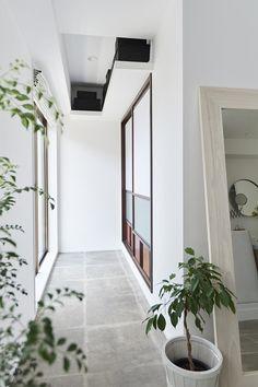 和テイスト、小上がり、格子戸、土間、玄関土間、タイル床、リノベーション、インテリックス空間設計、古民家風