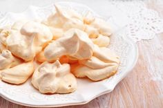 Microwave meringue: 1 egg white + 300g of icing sugar. Separate egg white and mix in sugar till it forms a mouldable dough. Shape into small balls and place on plate. Ensure enough space around them as meringues' expand in microwave. 3 balls per batch. Bake in microwave about 30 seconds or till meringues don't expand anymore. Take care not to burn. Let cool and enjoy.