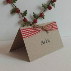 Super cute vintage style Christmas name place cards