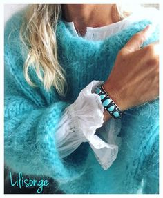 Green - IG Pull kid mohair # turquoise on InstagPram Pull Angora, Pull Mohair, Look Fashion, Fashion Outfits, Womens Fashion, Fashion Details, Mohair Sweater, Winter Sweaters, Cozy Sweaters