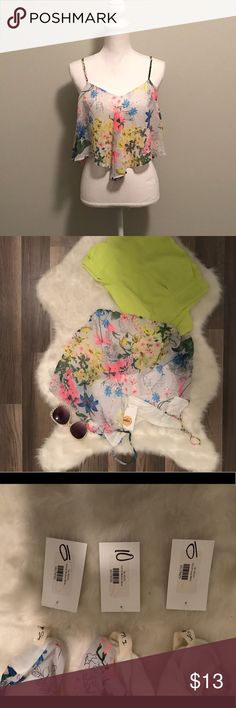 Floral crop top boutique NWT I have this in size medium and two larges left! Boutique quality ! Grab yours today ! This is a great deal ! Pairs great with high waisted shorts or jeans ! the vintage shop Tops Crop Tops