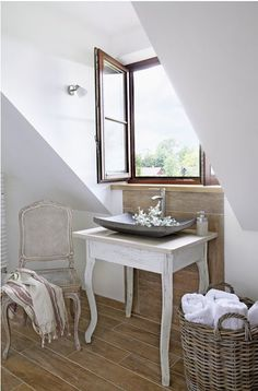 * Hungarian * Provence: finding against a house