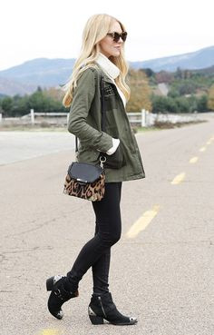 Chic details and leopard accents.