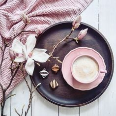 9 erstaunlich nützliche Ideen: Coffee Date Outfit kalt Kaffee Verhältnis brauen. - Gâteaux et desserts - Kaffee But First Coffee, I Love Coffee, Coffee Break, My Coffee, Morning Coffee, Starbucks Coffee, Skinny Coffee, Coffee Girl, Coffee Scrub