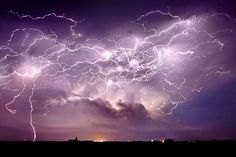 Mother nature's fury: 30 of the most impressive lightning photos i've ever seen