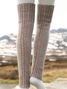 Woolly trotters / DROPS - free knitting patterns by DROPS design Crochet Leg Warmers, Crochet Socks, Knitting Socks, Outlander Knitting Patterns, Knitting Patterns Free, Free Knitting, Free Pattern, Pattern Ideas, Drops Design