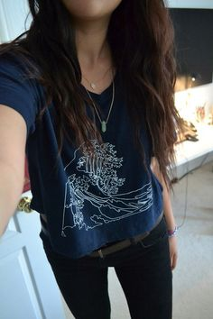 Messy hair, graphic shirts, black jeans, and layered necklaces.