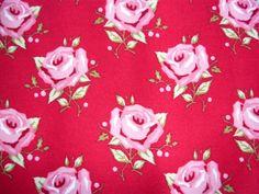 Tilda - Rosa Rosen auf rotem Grund