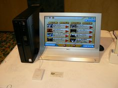 vPro対応パソコンを使ったベッドサイド端末のデモ。患者は端末を使ってビデオを楽しめる