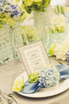 ラ・セーヌブランシュ 結婚式場写真「お二人の結婚式のテーマの合わせてテーブルコーディネートを行って頂きます。専属のフラワーコーディネーターがアドバイスをさせて頂きながら、お二人のイメージを形にしていきます。テーブルクロスやナフキン、ペーパーアイテムなども選んで頂きます!」 【みんなのウェディング】 Rustic Table, Yellow, Blue, Table Settings, Weddings, Table Decorations, Home Decor, Rustic Desk, Decoration Home