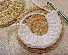 Crocheted Oreo-style Golden Vanilla COOKIES — in process - # Kitchen ✰ Küche ✰ Cucina ✰ Crochet*ѼѼ - Oreo Ideas Crochet Cake, Crochet Fruit, Crochet Food, Diy Crochet, Crochet Crafts, Yarn Crafts, Crochet Flowers, Crochet Birds, Crochet Patterns Amigurumi