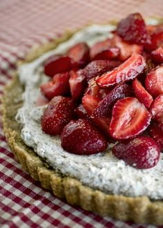 Toasted Oatmeal Shortbread crust filled with Mascarpone Cream and Dark Chocolate Bits topped with Strawberries