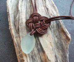 Schottische SeaGlass und Leder Celtic Knot Halskette - gemacht - Seaglass bestellen-Surfer Halskette-Beachwear-Etsy Verkäufer