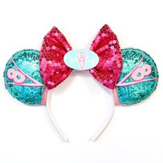 Make your Disney vacation extra special with these handmade Flo's Cafe inspired Magic Mouse Ears. Ideal for the Disney lover in everyone. Perfect for any age. Great gift idea for anyone who loves Disney, Pixar and the movie Cars. Disney Ears Headband, Diy Disney Ears, Disney Minnie Mouse Ears, Disney Headbands, Disney Diy, Ear Headbands, Disney Crafts, Cute Disney, Disney Pixar