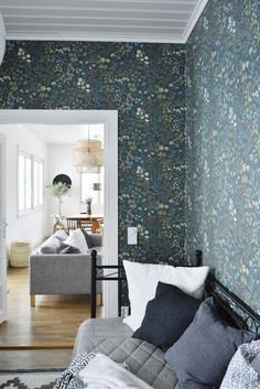 Bilderesultat for borås jubileum flora Interior Wallpaper, Home Wallpaper, Inspirational Wallpapers, Scandinavian Interior, Home Living Room, Home Renovation, Interior Inspiration, Home Furniture, Sweet Home