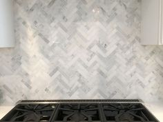 31 Perfect Kitchen Backsplash Decorating Ideas And Remodel. If you are looking for Kitchen Backsplash Decorating Ideas And Remodel, You come to the right place. Here are the Kitchen Backsplash Decora. Home Design, Design Ideas, Backsplash Herringbone, Herringbone Pattern, Minimalist Furniture, Kitchen Redo, Kitchen Backsplash Design, Mosaic Kitchen Backsplash, Kitchen Ideas