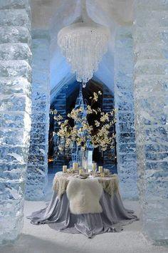 Na świecie jest wiele hoteli lodowych, ale ten kanadyjski przypadł nam szczególnie do gustu. Nawet w tak zimnej scenerii można stworzyć gorący, romantyczny nastrój!