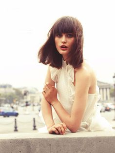 Long bobbed wedding hairstyle with a blunt fringe #short #weddinghair