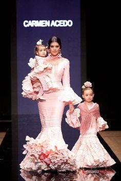Spanish style – Mediterranean Home Decor Folk Fashion, Dance Fashion, High Fashion, Fashion Show, Color Me Beautiful, Beautiful Dresses, Dance Dresses, Girls Dresses, Mommy Daughter Dresses