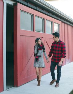 Couple Outfit photography Cozy Napa Valley Getaway // His & Hers Casual Holiday Style holiday couple family christmas card photos outfit idea Family Christmas Outfits, Christmas Pictures Outfits, Family Picture Outfits, Holiday Pictures, Holiday Outfits, Christmas Card Photos, Matching Christmas Outfits, Christmas 2017, Family Pictures