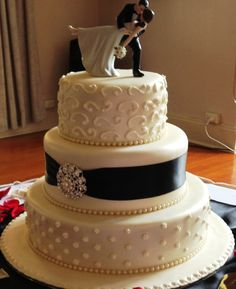 3 tier round wedding cake black and white.  Destination heritage wedding reception venue QLD Australia  B&B queensland country