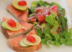 Lite lunch: salmon toast and salad