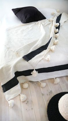 These gorgeous Moroccan blankets are handmade in Marrakech and feature wool pom poms on two sides. Cal King Bedding, Twin Xl Bedding, Style Nomade, King Bed Covers, Moroccan Bed, Pouf Cuir, Single Size Bed, Quilts, Black And White
