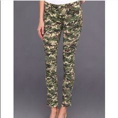 Cabriella Rocha Kaleidoscope Camouflage Jean Size 5. Highly stretchable. Like light acid wash. Super comfy and chic Jeans Skinny