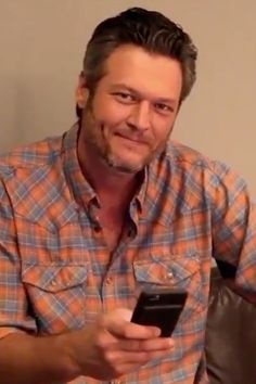 """Blake Shelton Reads Everyone's """"Kind"""" Words About Him Being Named the Sexiest Man Alive"""