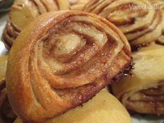 Kváskové škoricovníky, osie hniezda (fotorecept) Sweet Desserts, Sweet Recipes, Swirl Cupcakes, Ciabatta, 20 Min, Healthy Sweets, Apple Pie, Baked Goods, Food And Drink
