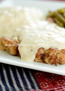 It's winter and if you are like me, you are looking for the ultimate comfort food. Possibly one that reminds you of your childhood? This Pan-Fried Cubed Steak and Gravy recipe screams comfort food! Cuban Recipes, Meat Recipes, Cooking Recipes, Quick Recipes, Cube Steak Recipes, Fries In The Oven, Beef Dishes, Cheap Meals, Leche Flan