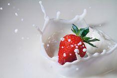 De aardbei komt in de melk
