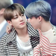 Jungkook: you look taller today, what shoes are you wearing? jimin: im not even wearing shoes I'm wearing socks Jungkook: how many pairs? Suga Rap, Jimin Jungkook, Bts Bangtan Boy, Jikook, Otp, Busan, Yoonmin, Foto Bts, K Pop